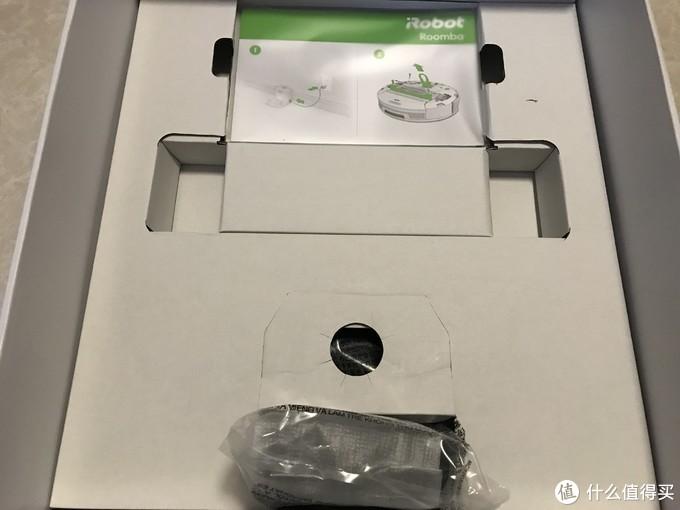 盒中的说明书和充电底座