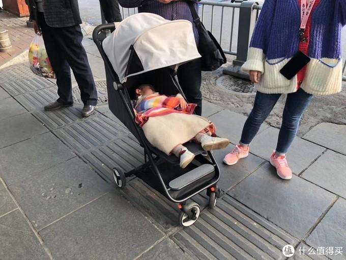 单手秒收可折叠,出发去向往的地方:米兔 MTTC01BT 折叠婴儿推车