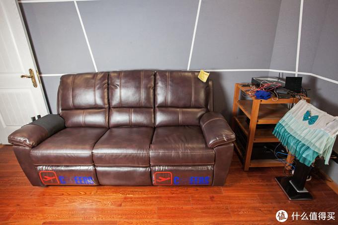 ▲这个沙发简直与我的影室厅绝配,长度2米刚刚好。