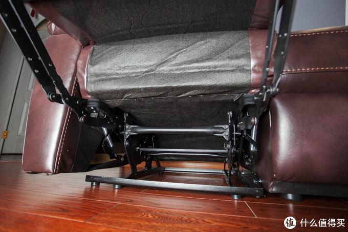 ▲芝华仕的大多数功能沙发都是这种钢架结构,维护相对容易,耐用性也很好。