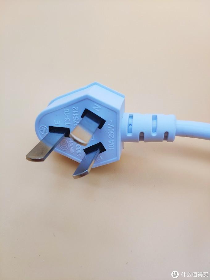 ▲电热水壶的插头