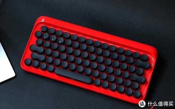 好看,也好用 文艺女青年的心动首选--洛斐圆点蓝牙机械键盘体验
