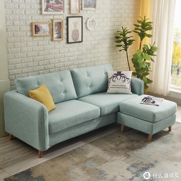 一.北欧小户型布艺沙发:设计人性化,不论是扶手.座包还是靠枕,都遵循人体工程力学设计,为您带来舒适体验,实木承重框架,坚固耐用,多种组合自由搭配,满足您的不同需要