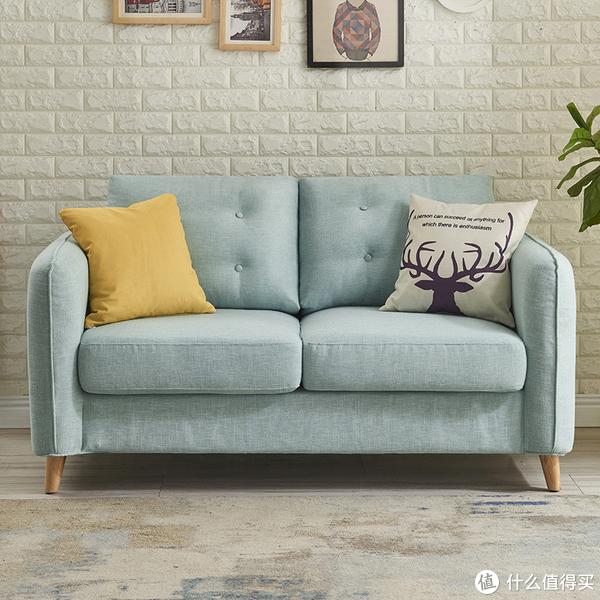 二.可拆洗不怕脏布艺沙发:简约的北欧造型,糅合多变的风趣个性,换个方式。带你向年轻人致敬,想法周全,为你所想而来,又胜于你所想。洒脱随性切换,怎么舒适怎么来