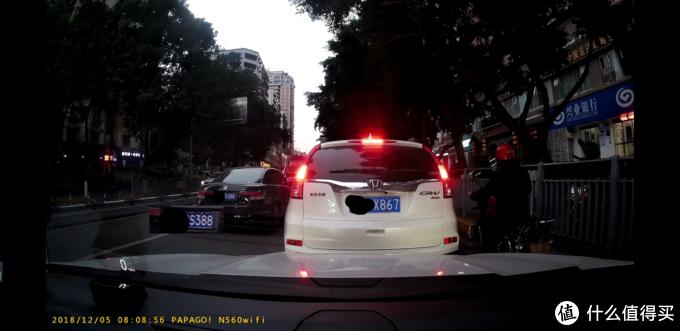 1440p30我静止停车,左侧黑色车辆行驶