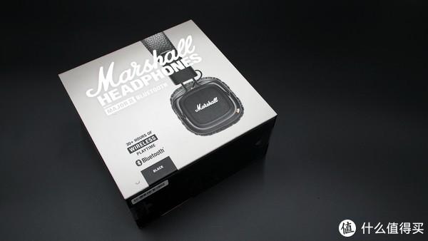 ▲▲▲Major2的外包装设计同样非常摇滚,黑灰色的搭配加上白色的文字非常有高级感,没错,高级灰的运用非常出彩,正面的设计我个人认为是超越了索尼和森海塞尔的,毕竟手头的几个耳机外包装没有让我这么喜欢的,可能是因为正好契合了我的什么观吧