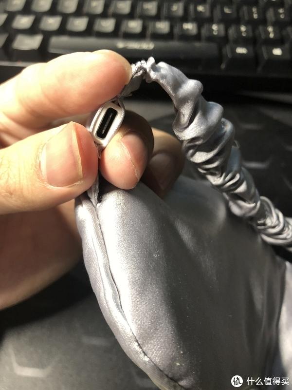 插线的小孔