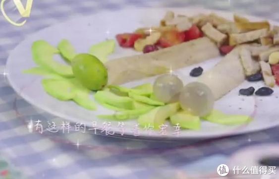 杨颖3分钟做美味早餐,牛油果三明治让人有食欲,手抓饼才是重点