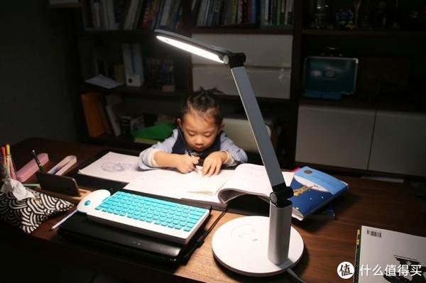 孩视宝智能双效护眼台灯体验:陪伴孩子健康阅读学习
