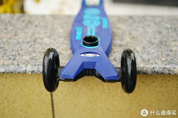 集四大功能于一体:Micro迷嬉豪华版滑板车上手体验