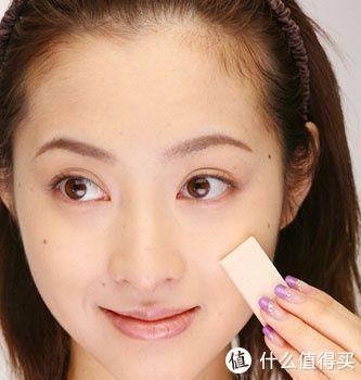 妆前脸上斑驳不已,妆后却干净无瑕,她们是怎么做到的?