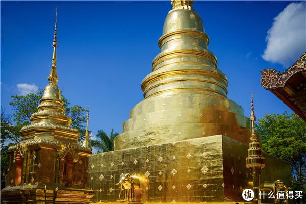 家庭旅行团出发去清迈 Day1-2 飞机、寺庙与夜市