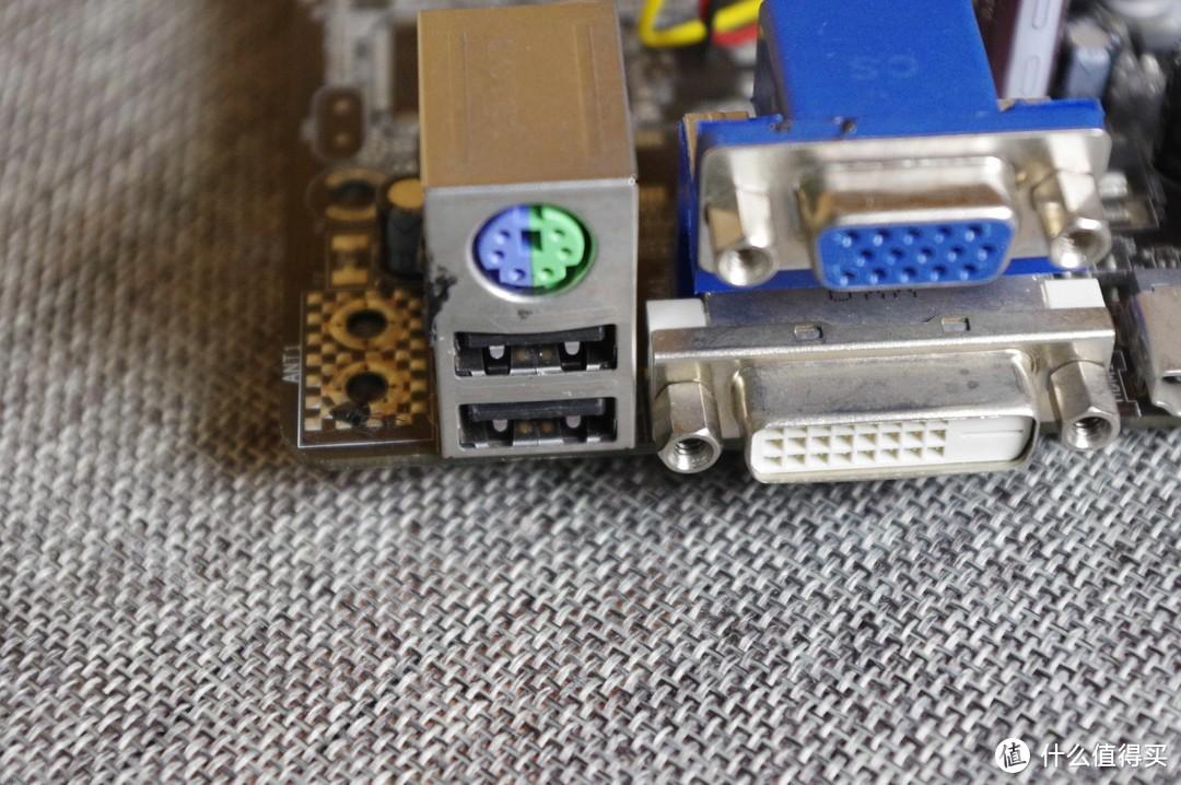 后置一共是六个USB2.0,板载两个插针