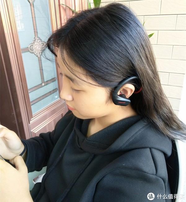 DACOM Athlete+头戴式运动蓝牙耳机实测,跑步不掉