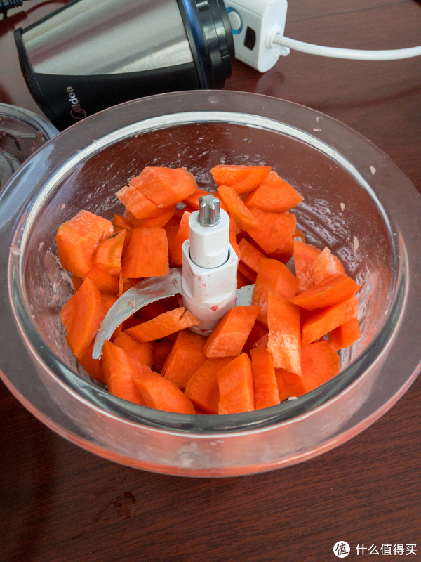 放入胡萝卜块