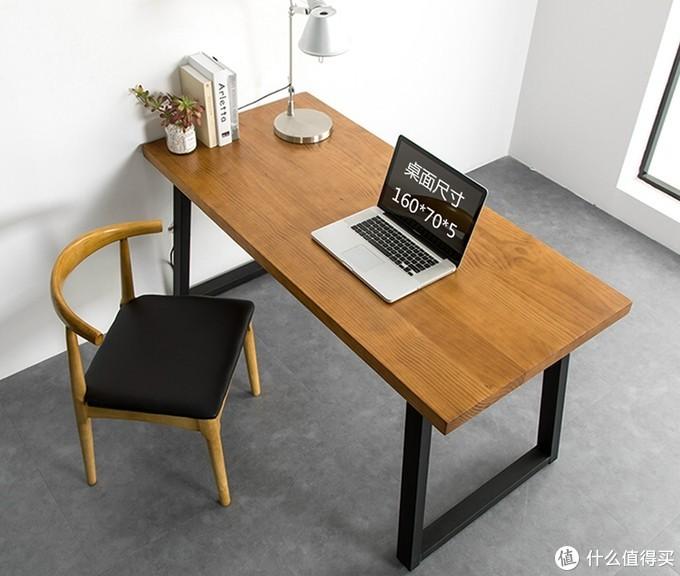 目前很多朋友偏爱的实木大桌面+铁艺桌腿