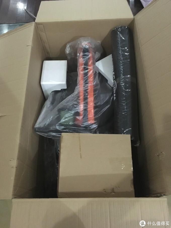 大包装打开后,首先就是大机头,其他配件分别在小盒中存放