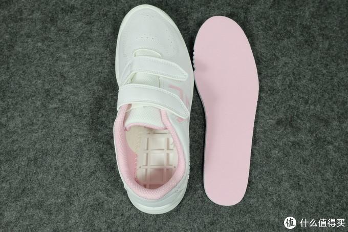 基本全班人手一双:迪卡侬校园运动小白鞋