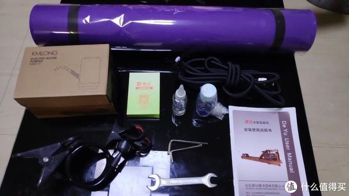 配件包:瑜伽垫,备用拉绳,抽水机,手机架,智能模块,轮滑油,蓝水液,说明书,还有扳手?????装好了送我扳手干嘛。。。