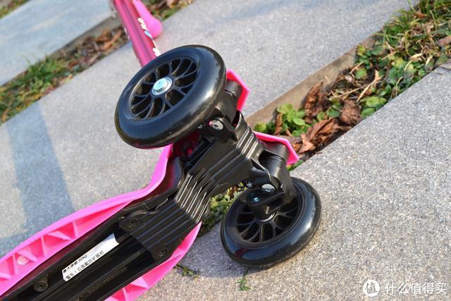 玩具车变成代步车,减负、迷嬉都在行:瑞士micro四合一滑板车体验评测