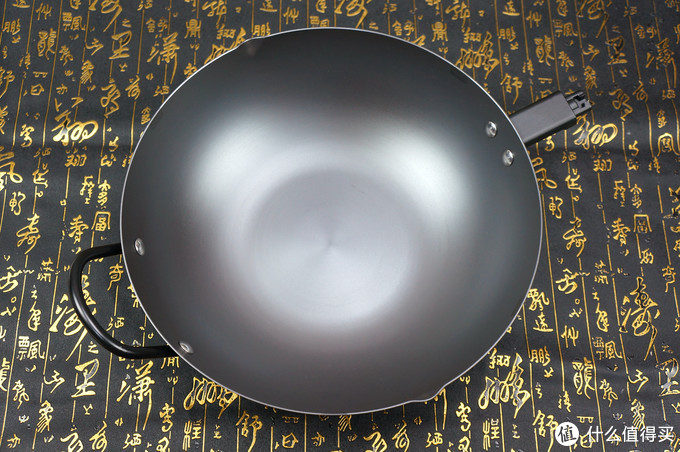 小米全家桶又加新成员 — 年轻人的第一口炒锅:悦味 无涂层窒化铁炒锅