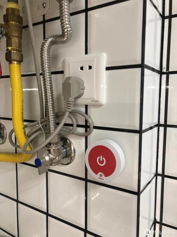 无线开关我直接黏在水槽右手边的墙面上