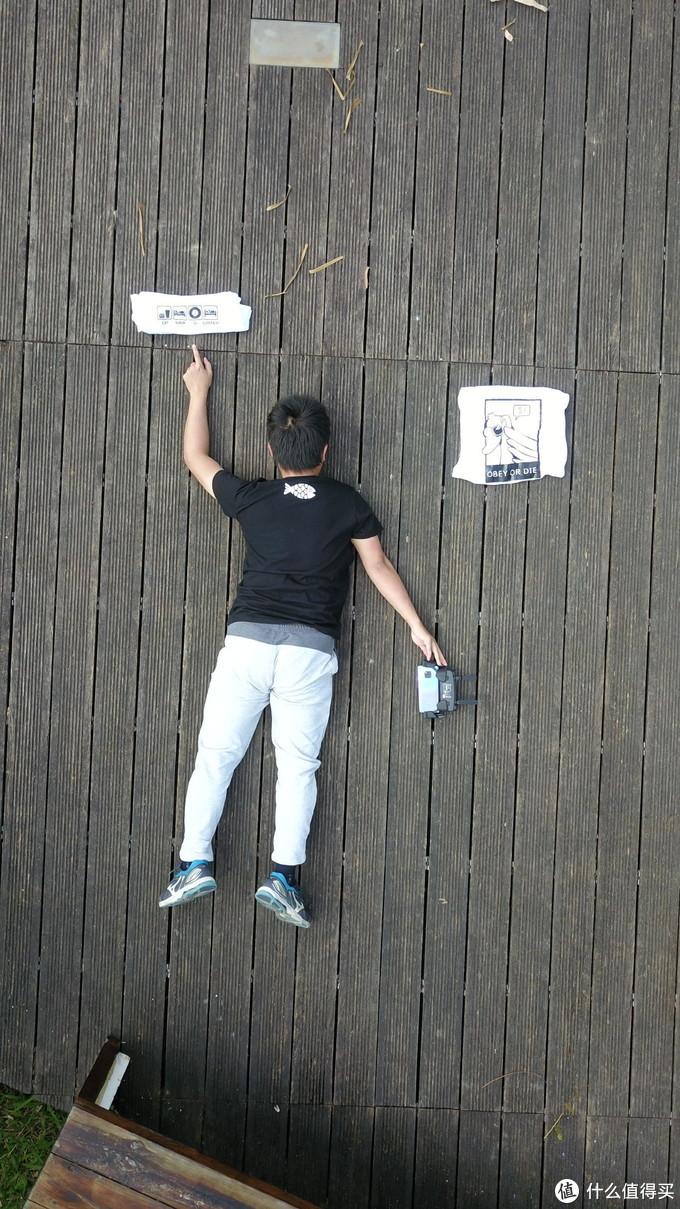 沙雕楼主为了展示手机背面倒扣遥控,卡到操纵杆差点炸机了