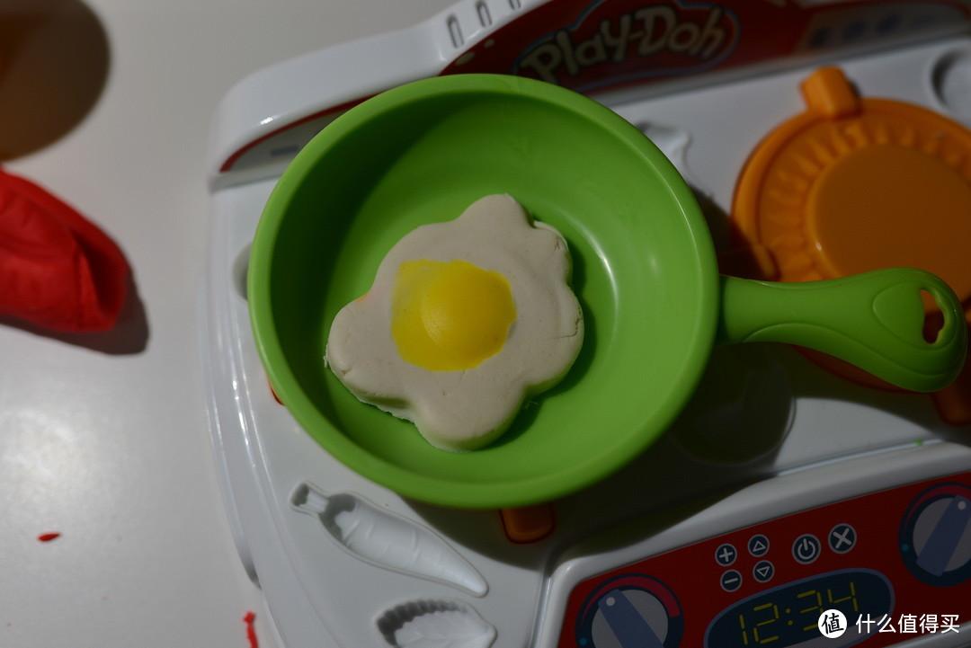 和T骨牛排一个步骤,先做蛋黄。然后再做蛋清。就成了煎蛋。