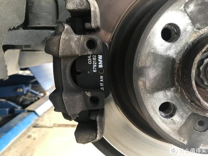 已更换好的新刹车片