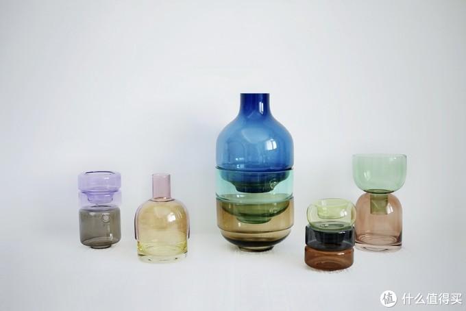 喜欢收集瓶瓶罐罐的我,时常无法拒绝这样美好的五彩斑斓,幸好有白底来救场。