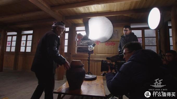 在拍摄酸鸭子时采用的灯光环境