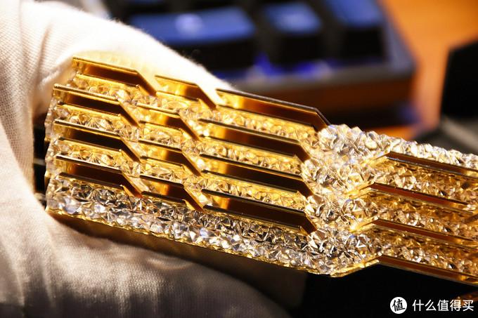 真没想出能有什么主板适合黄金戟这种金镶钻的效果