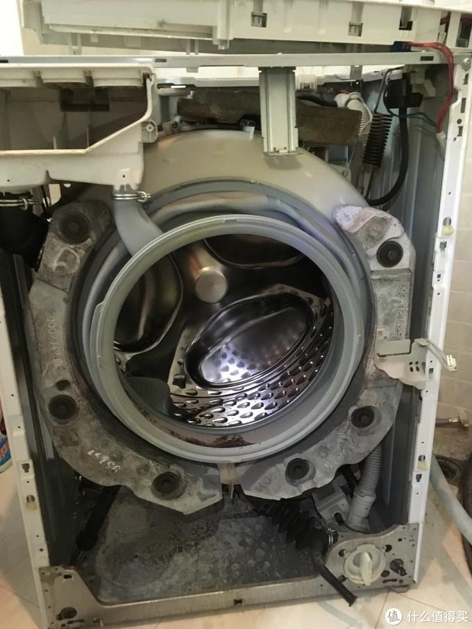 博世WLM20460TI洗衣机常见问题维修实例—更换滚筒支架和阻尼杆