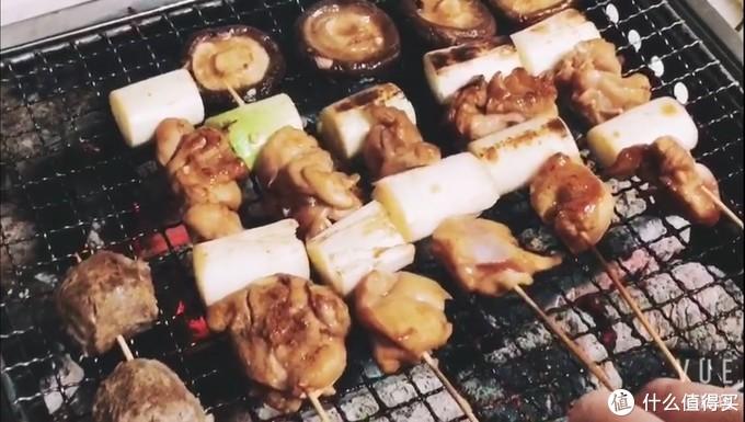 还有这个用料理剪拆的鸡腿肉,串上京葱烧烤,啧啧,你都懂的