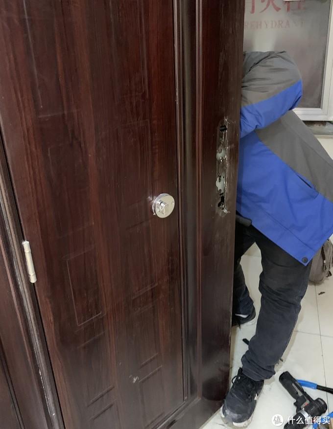 无钥匙进入家门需要几步,让OJJ智能门锁X1告诉你