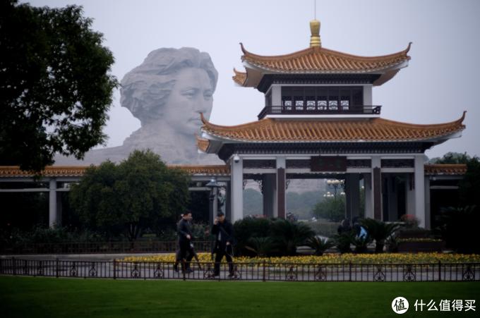 这个青年毛泽东雕像是后来修的,大概10年前的样子?