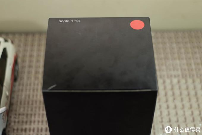 箱子左侧,颜色和比例