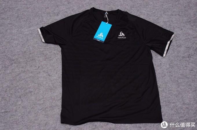 反季节优惠购入的odlo 奥递乐 夜跑专业短袖T恤