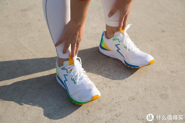 来自鸽子大王STAPLE DESIGN的361° M1° RO SPIRE 3 限量款缓震跑鞋测评