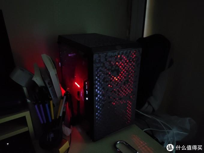 左红灯为显卡 右红灯为主板灯