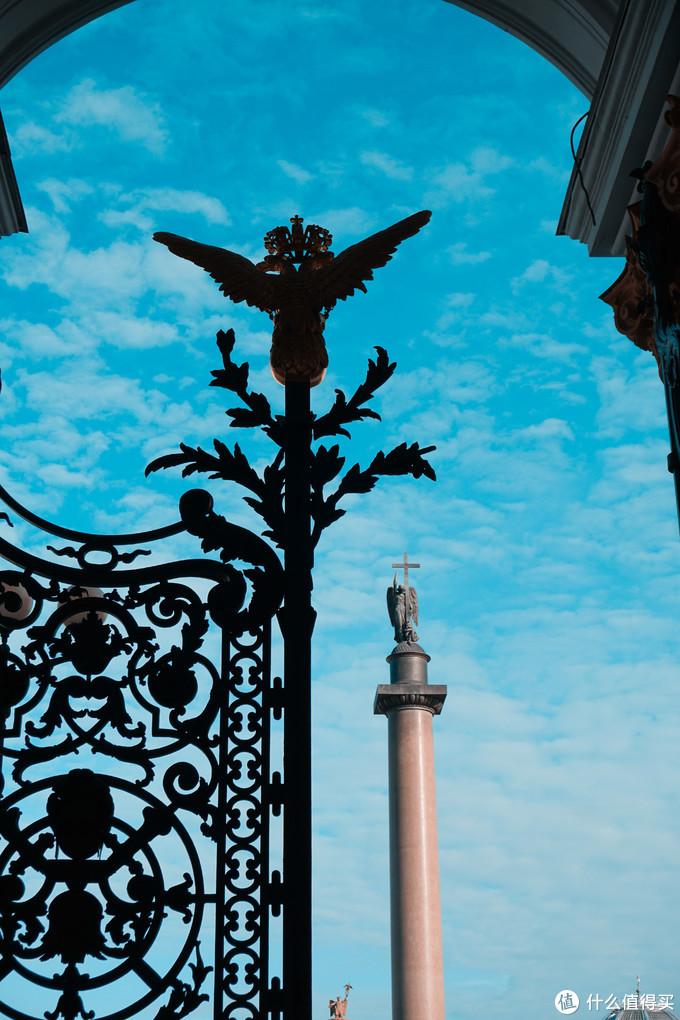 亚历山大纪念柱