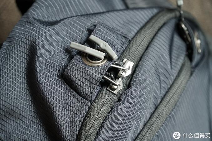 拉链好评,有锁孔,也可以把拉链头塞入孔中,不用锁也可以在一定程度上防盗