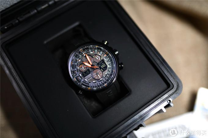 手表固定再表盒中,很牢固