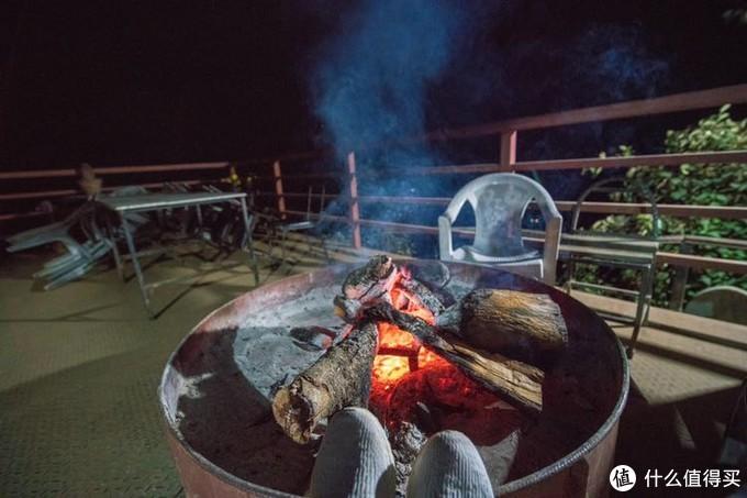 晚上继续烤火,才能给我带来温暖