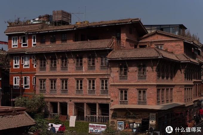 巴德岗杜巴广场的建筑风格