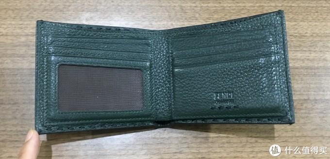这张照片更接近真实的墨绿,内部6卡位,1个相片位