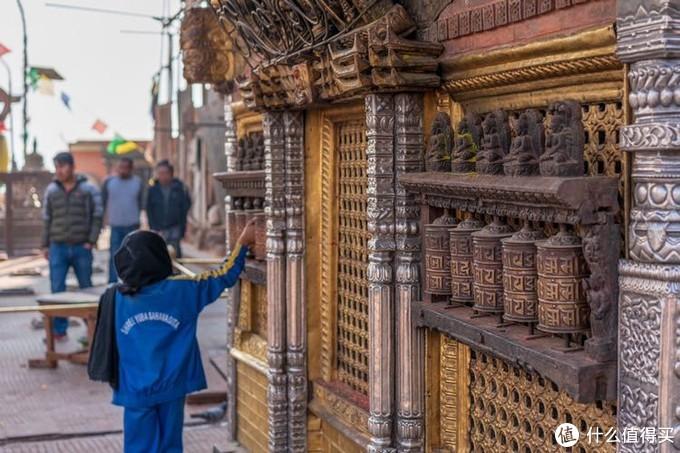 斯瓦扬布纳寺里的孩子