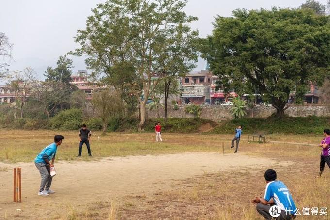 公园玩耍的孩子们