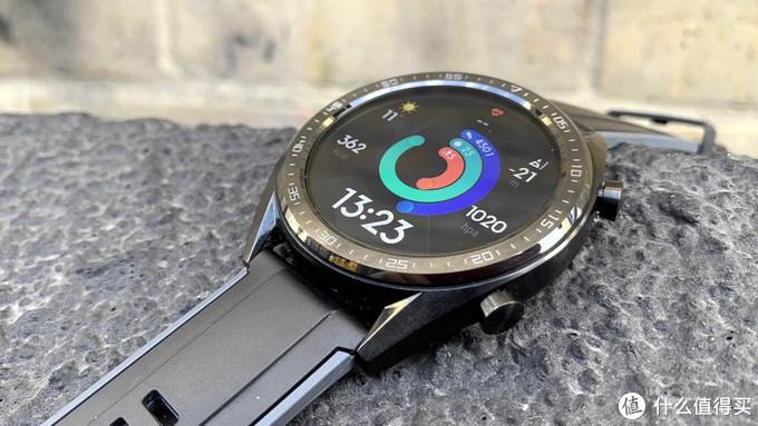 同价位:华为watch gt 对比三星gear sport 智能运动手表到底谁更值得买
