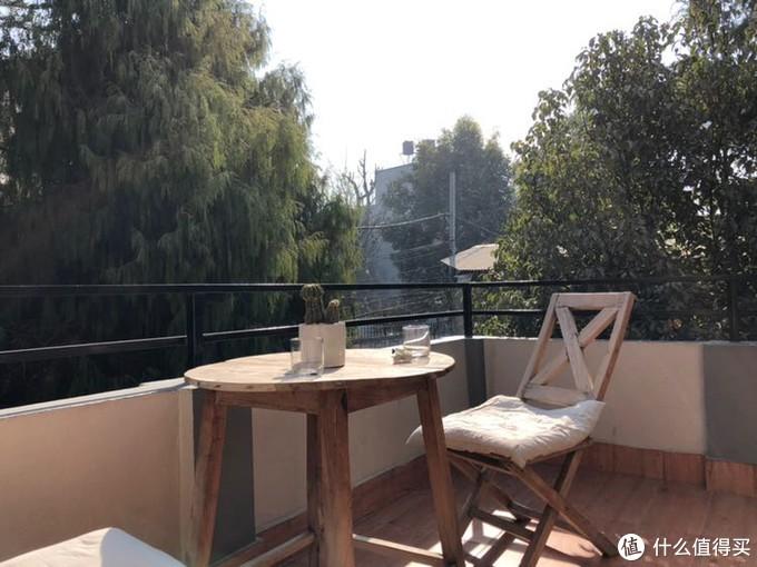 民宿2楼的阳台,晒太阳不错的选择